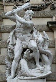 ヘラクレスとヒュドラ(ウィーンのミヒャエル門)