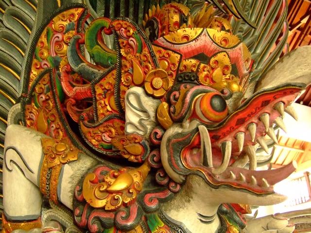 ガルーダ ヴィシュヌの乗り物となった黄金の鳥の王